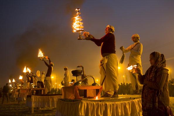 お祭り「Hindu Devotees Gather For The Maha Kumbh」:写真・画像(11)[壁紙.com]