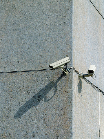 Corner「Security Cameras Mounted on Building」:スマホ壁紙(13)