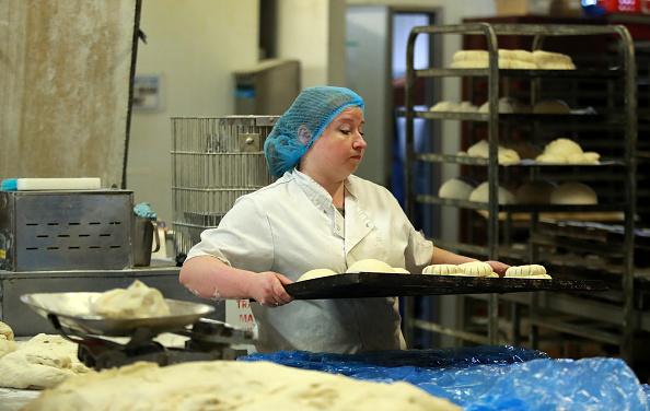 Loaf of Bread「UK In Sixth Week Of Coronavirus Lockdown」:写真・画像(7)[壁紙.com]