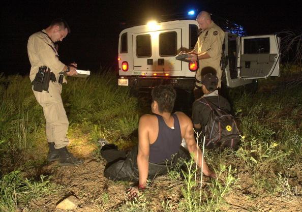 Arizona「BORSTAR Agents Save Illegal Immigrants In Desert」:写真・画像(1)[壁紙.com]