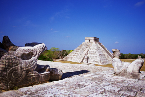 Steep「Temple of the Warriors Chac-Mool Statues, with view of Pyramid of Kukulkan at Chichen Itza, Yucatan, Mexico」:スマホ壁紙(10)