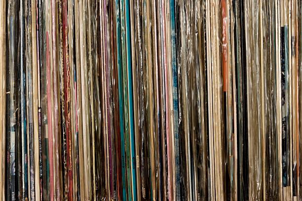 Row of vinyl records background:スマホ壁紙(壁紙.com)