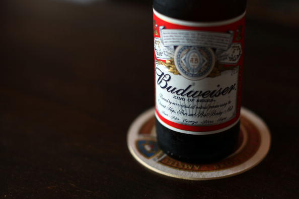 Bottle「Anheuser-Busch Approaches Mexican Beer Company Day After Bid From InBe」:写真・画像(4)[壁紙.com]