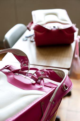 June「Backpacks on School Desks」:スマホ壁紙(15)
