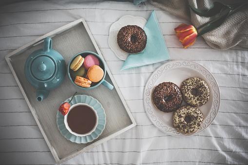 Teapot「Sweet breakfast and coffee arrangement served in bed」:スマホ壁紙(4)