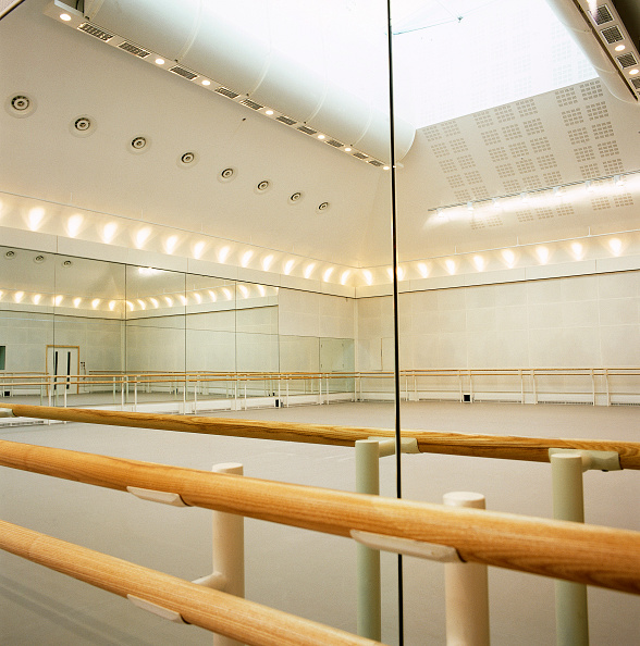 Blank「Ballet rehearsal studio in the Royal Opera House Covent Garden, London, United Kingdom」:写真・画像(19)[壁紙.com]