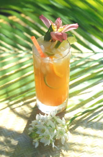Gulf Coast States「Mai Tai cocktail in tropical setting」:スマホ壁紙(7)
