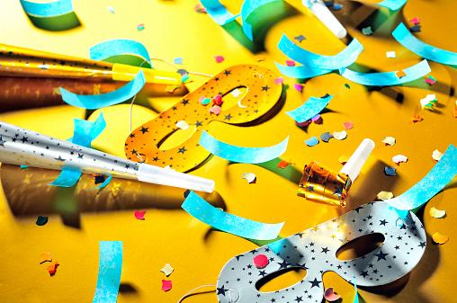 お正月「れるアフターパーティー、装飾。マスク、オプション機能、角、コンフェティ散乱階」:スマホ壁紙(7)