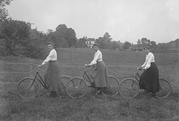 1900-1909「Three Women On Bicycles」:写真・画像(18)[壁紙.com]