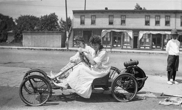 Automobile Industry「Women sitting in a car」:写真・画像(19)[壁紙.com]