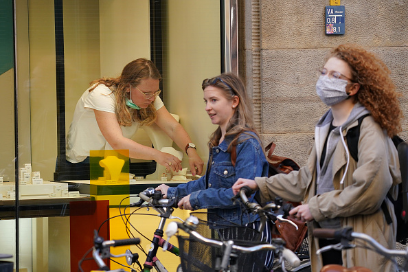 Germany「Germany Begins Easing Restrictions As Coronavirus Infections Rate Slows」:写真・画像(12)[壁紙.com]