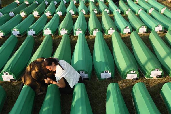 Carefree「Preparations For Mass Burial Of Srebrenica Massacre Victims」:写真・画像(14)[壁紙.com]
