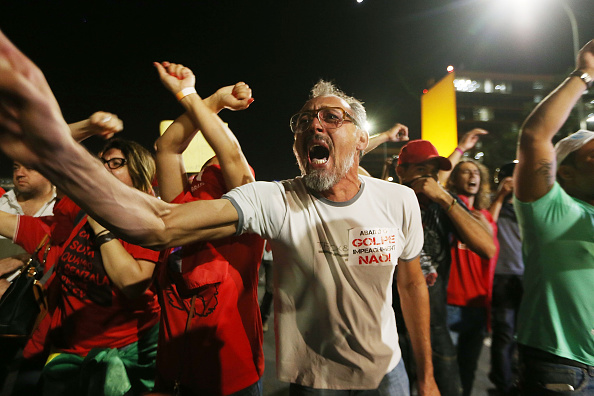 Chanting「Senate In Brazil Votes On Impeachment Of President Dilma Rousseff」:写真・画像(8)[壁紙.com]