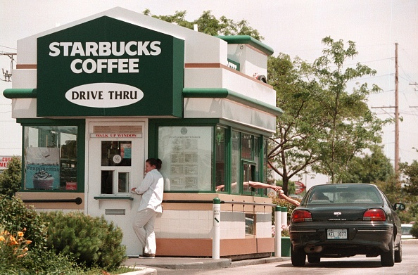 Cappuccino「Drive-Through and Walk-Up Starbucks Shop in Illinois」:写真・画像(18)[壁紙.com]