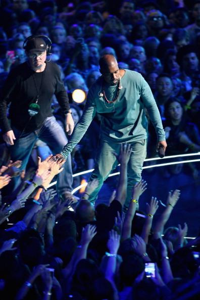 Kanye West - Musician「2013 MTV Video Music Awards - Show」:写真・画像(17)[壁紙.com]