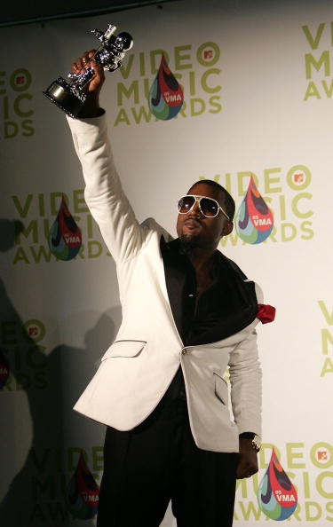Kanye West - Musician「2005 MTV VMA's Hosted By Diddy - Press Room」:写真・画像(7)[壁紙.com]