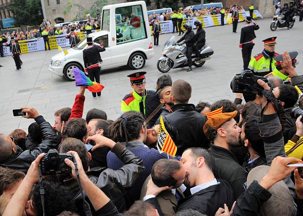 ホモフォビア「Pope Benedict XVI Visits Barcelona」:写真・画像(2)[壁紙.com]