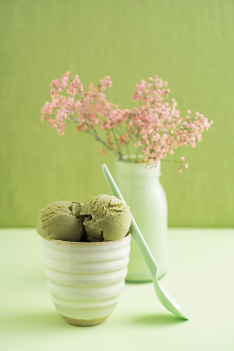 季節「Green tea icecream and Gypsophila flower」:スマホ壁紙(18)