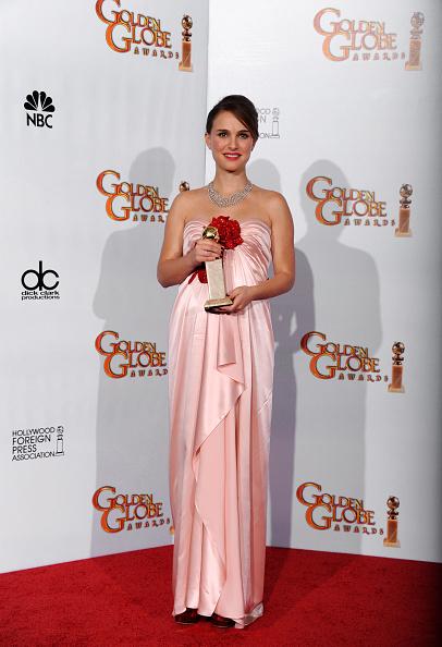 Layered Dress「68th Annual Golden Globe Awards - Press Room」:写真・画像(17)[壁紙.com]