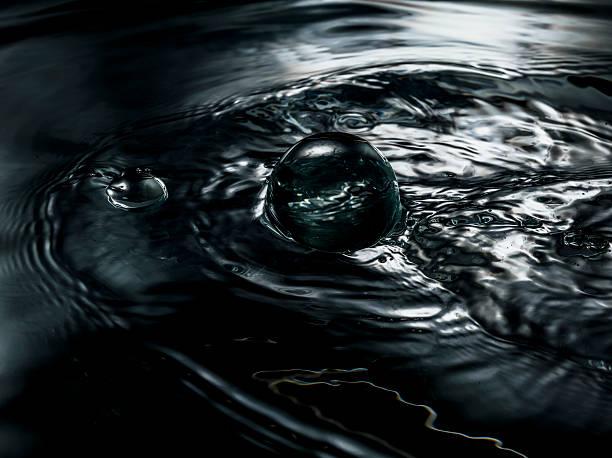 Water close-up, ripples and bubbles,:スマホ壁紙(壁紙.com)
