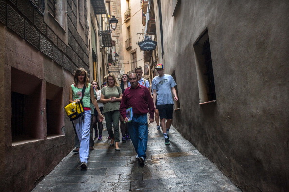 David Ramos「Homeless People Give Guided Tours Of Barcelona To Tourists」:写真・画像(7)[壁紙.com]