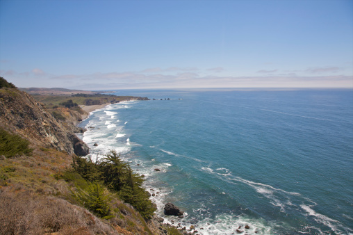 Ragged Point「View from up high of blue Pacific, waves and coast」:スマホ壁紙(3)