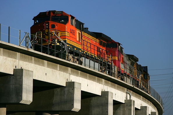 Elevated Road「New Emissions Controls Seek To Ease Pollution At LA-Area Ports」:写真・画像(17)[壁紙.com]