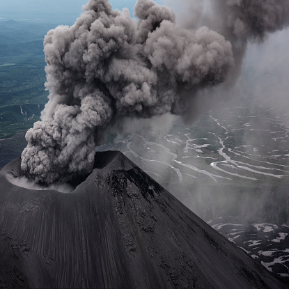 Kamchatka Peninsula「Aerial image of Karymsky volcano from an MI8 helicopter. Karymsky is an active stratovolcano and one of the most active volcano on the Peninsula.」:スマホ壁紙(6)