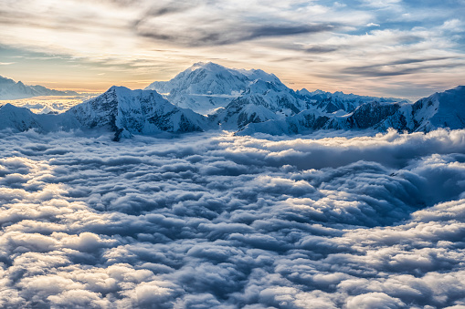 UNESCO「Aerial image of the Saint Elias mountains in Kluane National Park and Reserve. This is Mount Logan, the largest mountain in Canada」:スマホ壁紙(2)