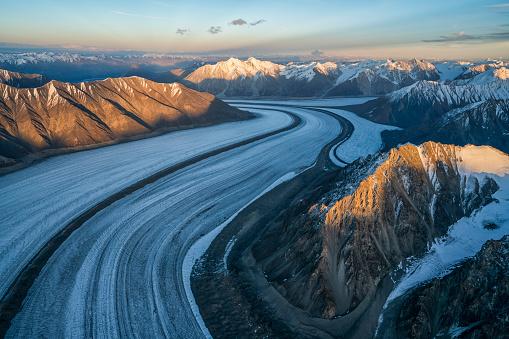 Kaskawulsh Glacier「Aerial image of the Saint Elias mountains and Kaskawulsh Glacier in Kluane National Park and Reserve」:スマホ壁紙(10)