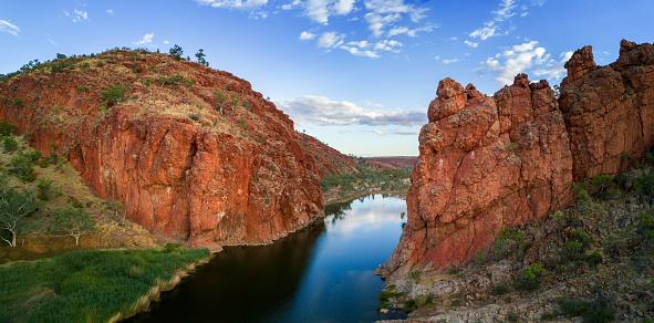 Ravine「Aerial Image of Glen Helen Gorge, West MacDonnell ranges, Northern Territory」:スマホ壁紙(14)