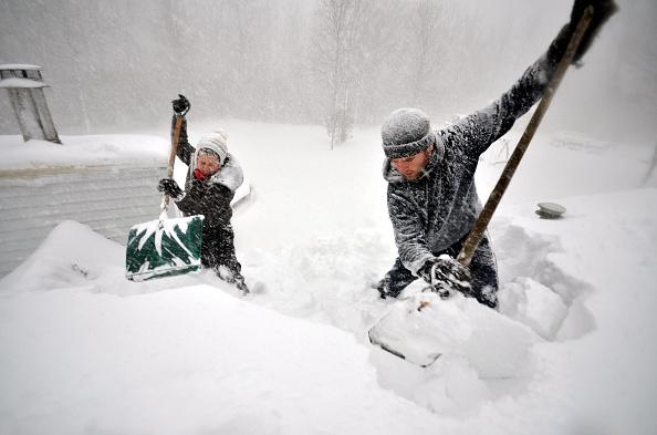 雪「Record Snowstorm Pummels Buffalo」:写真・画像(2)[壁紙.com]