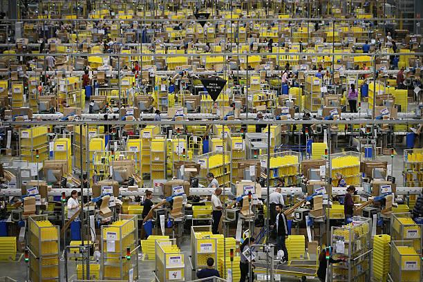 Warehouse Distribution Centre For Amazon Online Retailers:ニュース(壁紙.com)