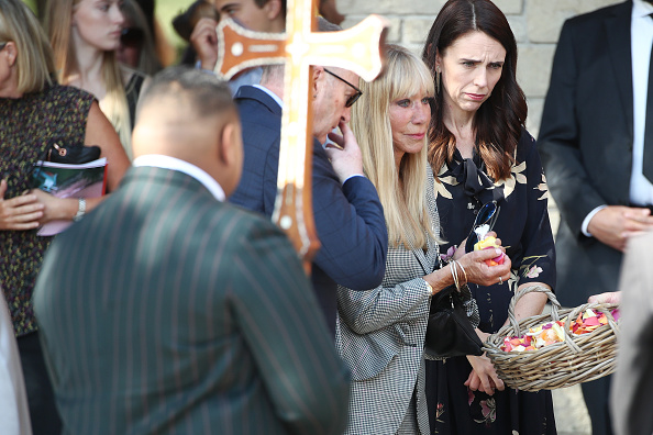 Petal「Mourners Attend Funeral For Former New Zealand Prime Minister Mike Moore」:写真・画像(4)[壁紙.com]