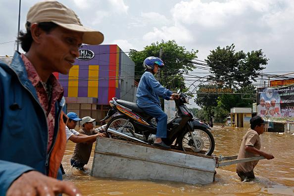 Jakarta「Flooding Claims Several Lives, Displaces Thousands in Jakarta」:写真・画像(9)[壁紙.com]