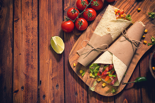 Taco「Homemade Tortilla Wraps With Meat And Vegetables」:スマホ壁紙(16)