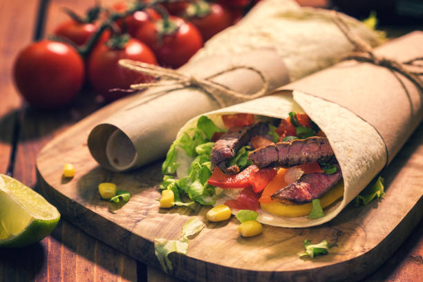 Homemade Tortilla Wraps With Meat And Vegetables:スマホ壁紙(壁紙.com)