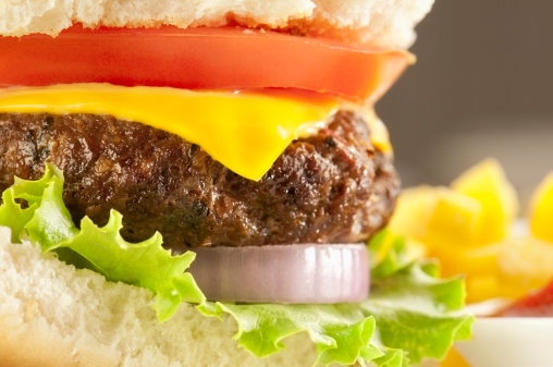Deep Fried「Cheeseburger with tomato, onion and lettuce in a white bap」:スマホ壁紙(13)