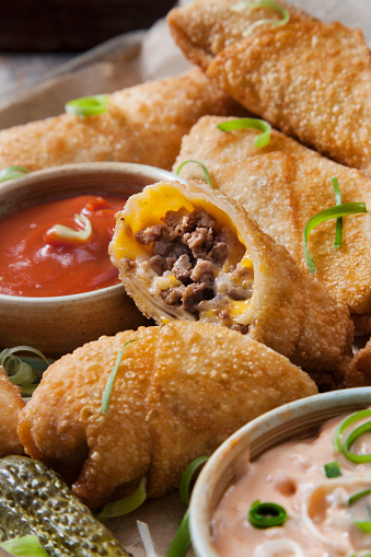 Chili Sauce「Cheeseburger Egg Rolls with Ketchup and a Spicy Mayo Dipping Sauce」:スマホ壁紙(11)