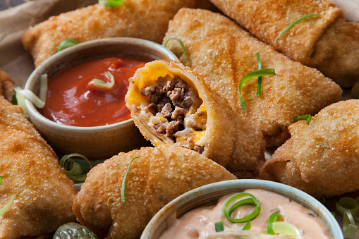 Chili Sauce「Cheeseburger Egg Rolls with Ketchup and a Spicy Mayo Dipping Sauce」:スマホ壁紙(9)