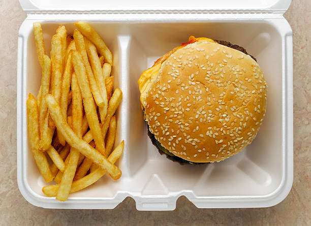 Cheeseburger and french fries in take-out container:スマホ壁紙(壁紙.com)