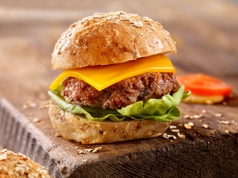Hamburger「CheeseBurgeron a Rustic Wood Cutting Board」:スマホ壁紙(2)