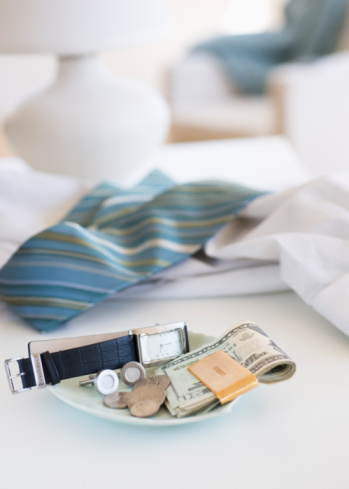 Necktie「Men's items on a plate on dresser」:スマホ壁紙(19)