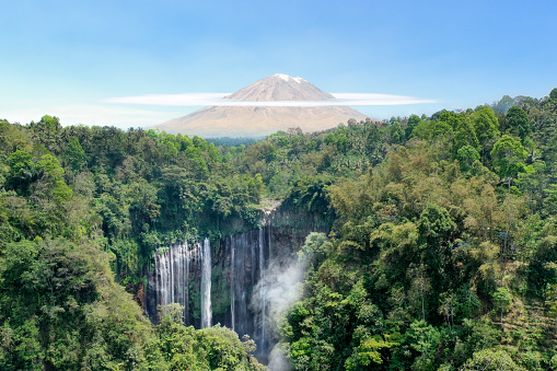 Active Volcano「Waterfall, volcano and tropical rainforest in Indonesia」:スマホ壁紙(8)