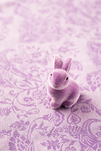Easter Bunny「Purple Easter bunny on patterned fabric」:スマホ壁紙(4)