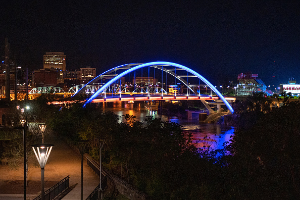 Nashville「Across U.S., Stadiums, Landmarks Illuminated In Blue To Honor Essential Workers」:写真・画像(15)[壁紙.com]