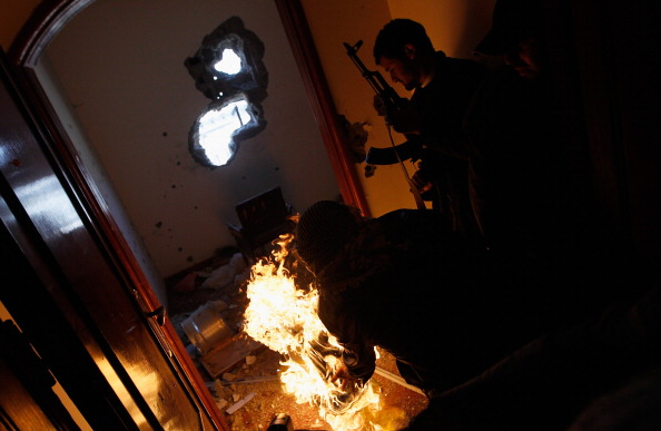 Chris Hondros「Rebels Engage Gaddafi Forces In Close Combat In Libyan City Of Misrata」:写真・画像(19)[壁紙.com]