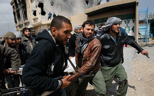Chris Hondros「Rebels Engage Gaddafi Forces In Close Combat In Libyan City Of Misrata」:写真・画像(14)[壁紙.com]