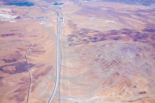 Eco Tourism「Aerial of long road in Mojave desert seen from helicopter」:スマホ壁紙(1)