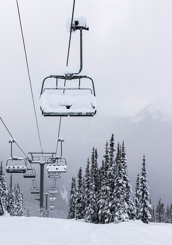 Overhead Cable Car「Chairlift at Whistler Blackcomb piled with snow.」:スマホ壁紙(4)